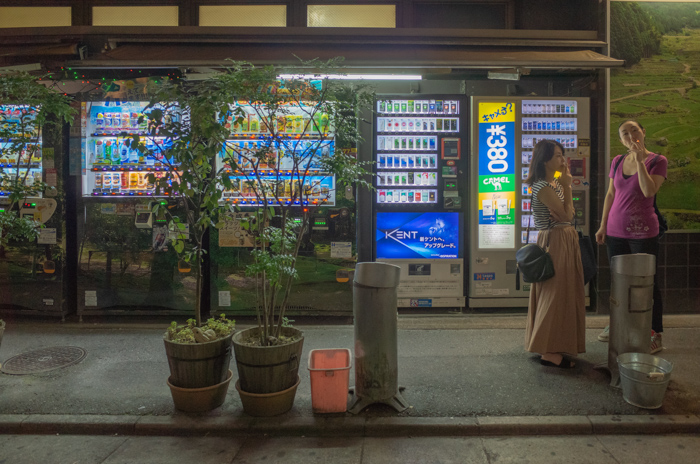 Vending machines open all night (2018_EB_02)